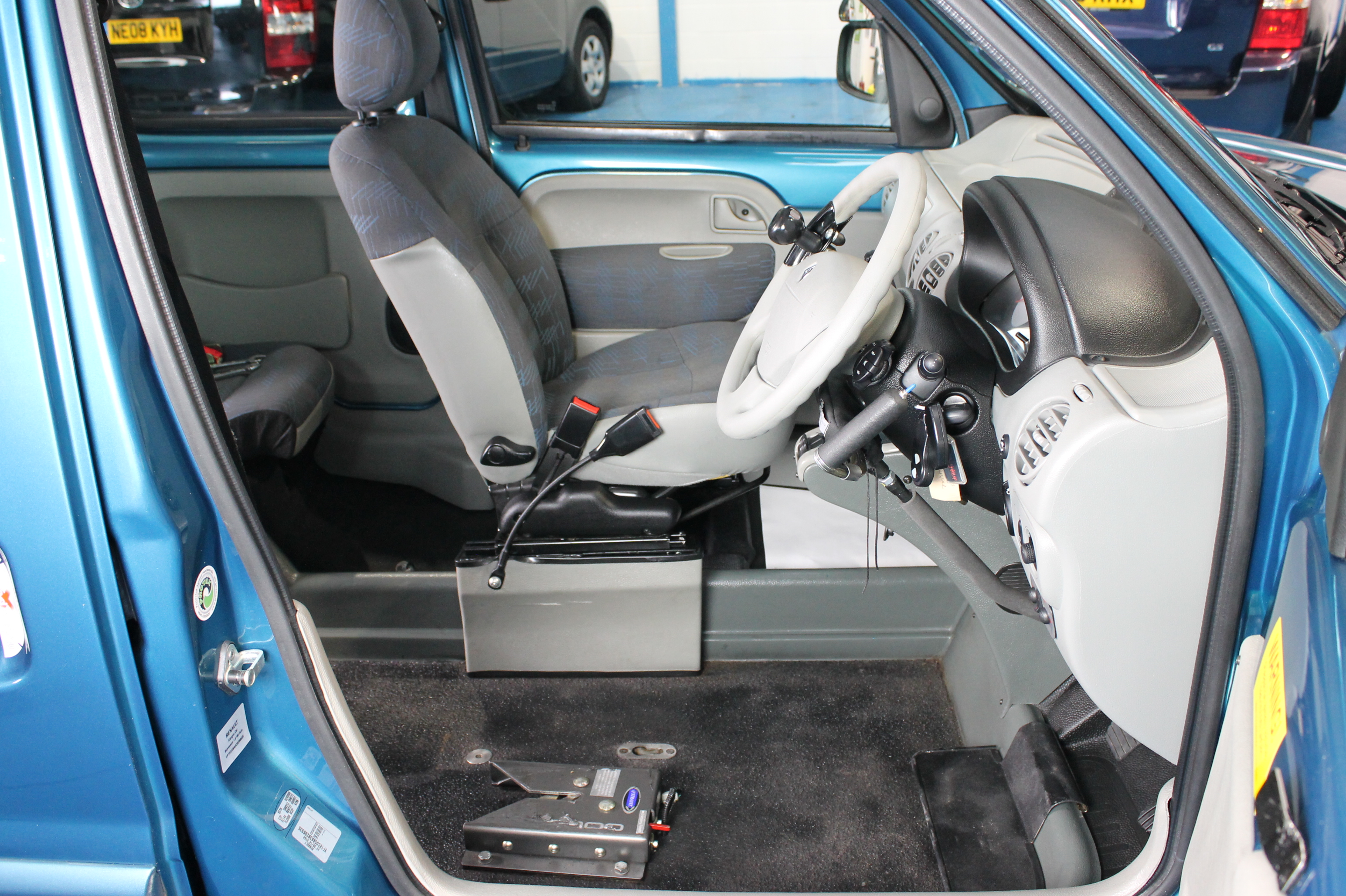 Hand Controls For Cars >> car for wheelchair driver