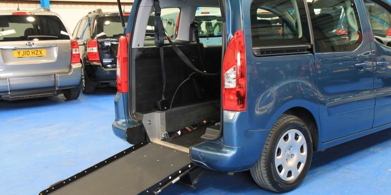 Peugeot Wheelchair adapted car gx12 (1)