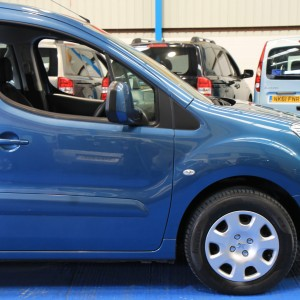 Peugeot Wheelchair adapted car gx12 (14)