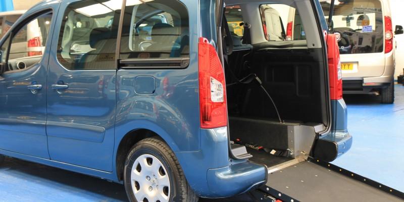 Peugeot Wheelchair adapted car gx12 (2)