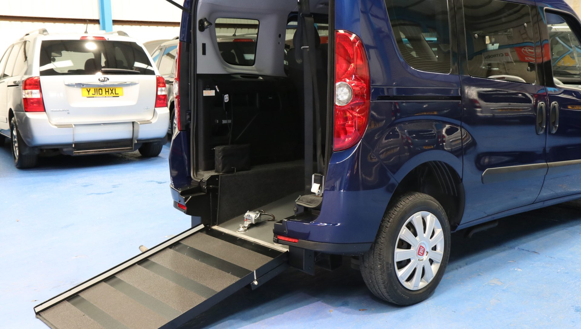 Doblo wheelchair vehicle yx64 ahu