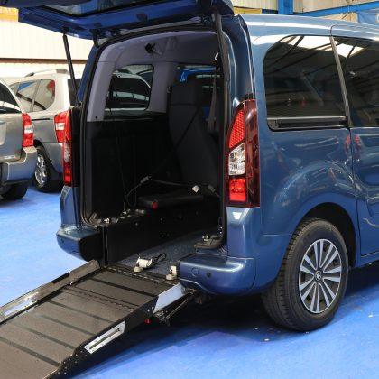 Partner wheelchair vehicle sf64 hhe